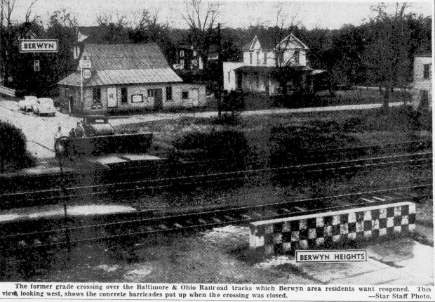 Berwyn, Berwyn Hts railroad crossing photo lite, EvSt 12-10-1951 pB1